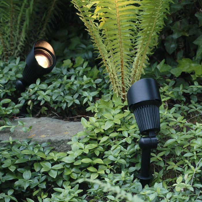 Connectable garden lights